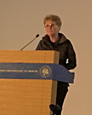 Professor Joan Bresnan, under sitt tack-tal på ACL 2016.